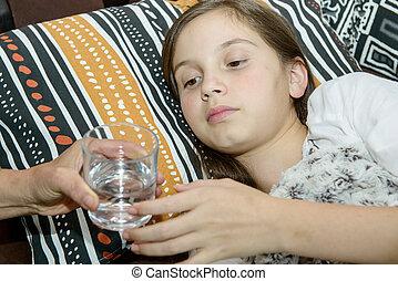 有病, 女孩, 喝, a, 杯水