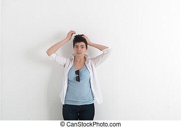 有趣, 头, 妇女握住, 她, 灰色, 光, 年轻, 混淆, 头发, 杂乱, 短, 逗笑, 背景, 手, 黑暗, 弄乱