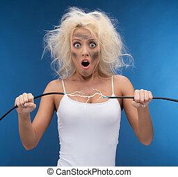 有趣, 女孩, 有, 問題, 由于, electricity., 電氣的突擊