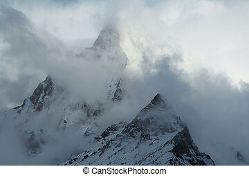 有霧, 山