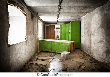 服を着せられる, 荒れ果てている, 古い, 部屋