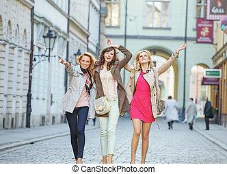 朗らかである, の間, 女性, 若い, 歩きなさい