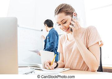 朗らかである, 女, オフィス, 話し, 携帯電話