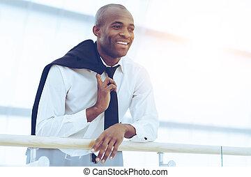 朗らかである, 角度, ワイシャツ, 成功した, 離れて, 若い見ること, businessman., 低い, アフリカ, タイ, 微笑, 光景, 人