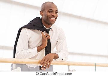 朗らかである, 角度, ワイシャツ, 離れて, 光景, 若い見ること, businessman., 低い, アフリカ, タイ, 幸せに微笑する, 人