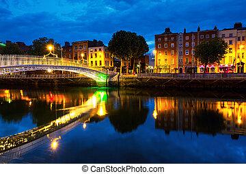 朝, 光景, の, 有名, 照らされた, おや, ペニー, 橋, 中に, ダブリン, アイルランド