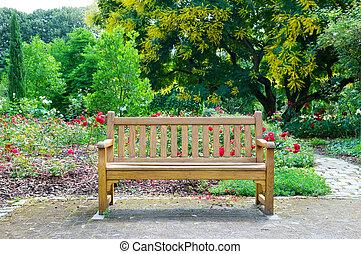 木制的长凳, 在公园