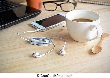 木製である, コーヒー, 机, イヤホーン, カップ