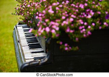 木製である, ピアノ, 花, 古い, 飾られる
