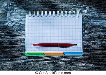 木製である, ペン, メモ用紙, らせん状に動きなさい, 板