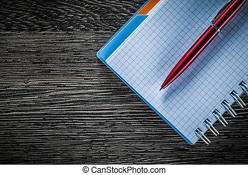 木製である, メモ用紙, らせん状に動きなさい, ペン, 板, ブランク