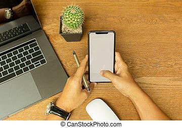 木製である, ラップトップ, ペン, 手, 携帯電話, desk., 保有物, ビジネスマン, 使うこと