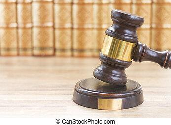 木製である, 法律, 小槌