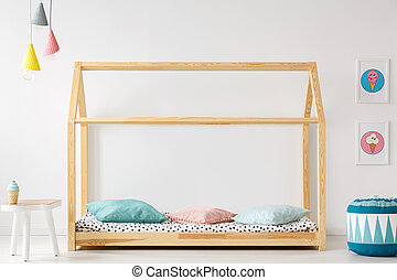 木製である, 部屋, 壁, house-shaped, ベッド, 子供, pouf, ランプ, 氷, 内部, ポスター, 白, 子供, テーブル, クリーム