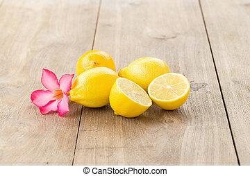 木製のテーブル, レモン, 黄色