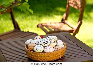 木製のテーブル, 卵, イースター, 庭