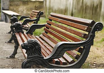 木製のベンチ, 公園