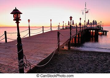 木製の埠頭, つけられる, によって, ピンク, 日の出, 白熱