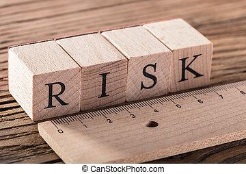 木製の定規, 概念, 危険