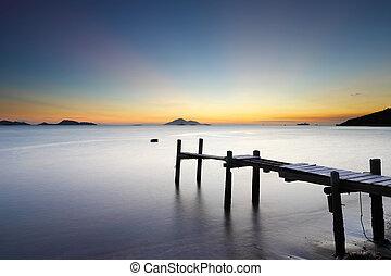 木製の橋, 海