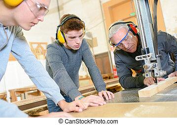 木製品, 學徒身份