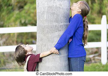 木, 子供, 抱き合う, 幸せ