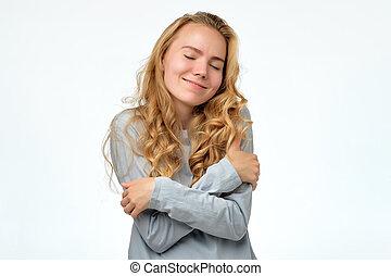 本身, 女孩, 是, 年轻, 拥抱, 充满信心, 青少年, 微笑, blonde, 开心