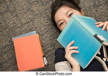 本, 卵を生む, 学生, カーペット