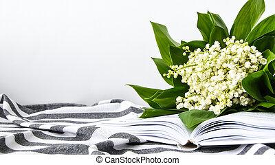 本, 開いた, ストリップ, ユリ, 谷, タオル, 柔らかい, 焦点を合わせなさい。, 白, 花束