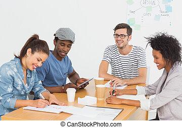 机, グループ, 芸術家, 議論, 幸せ