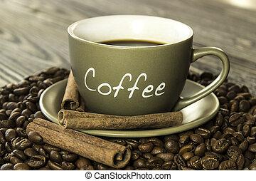 杯咖啡用豆, 以及, 肉桂色的棍, 上, a, 木製的桌子