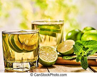 板, 木製である, 飲みなさい, 緑, lime., 透明, ガラス