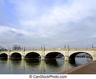 架桥, 河
