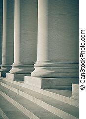 柱, の, 法律, そして, 教育