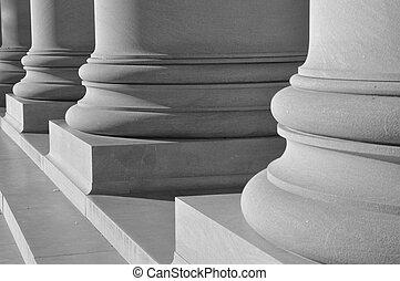 柱, の, 法律, そして, 正義