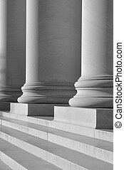 柱, 法律, 教育