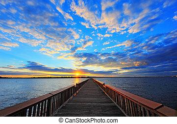 桟橋, 日没