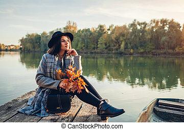 桟橋, leaves., 賞賛, ボート, 活動, 弛緩, 女, 季節, 秋, ブランチ, 秋, 保有物, 湖, 風景