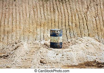 桶, 在沙子上, 礦