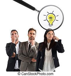 検査する, 女性実業家, 考え, 若い, ガラス, 拡大する