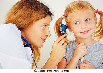 検査, わずかしか, 医者, 小児科医, ears., 女の子