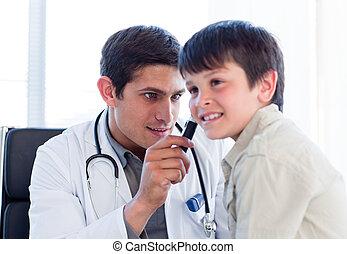 検査, わずかしか, 医者, boy\'s, 深刻, 耳