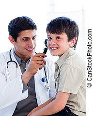 検査, わずかしか, 医者, boy\'s, 魅了, 耳