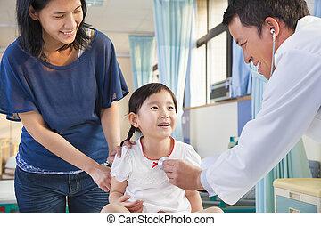 検査, わずかしか, 彼女, ∥横に∥, 小児科医, 母, 女の子