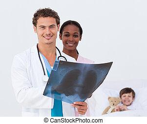 検査, 医者, ベッド, 微笑, 看護婦, x 線, 子供