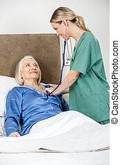 検査, 女, 聴診器, 寝室, シニア, 世話人