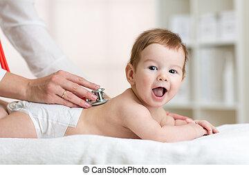検査, 心, 点検, 医者, 背中, beat., 聴診器, 小児科医, 使うこと, 聞きなさい, baby., 子供