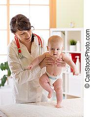 検査, 歩くこと, 医者, かわいい, テスト, boy., 小児科医, 赤ん坊, 反射作用