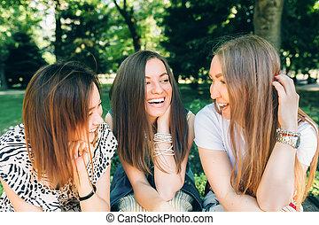 楽しみなさい, 夏, lifestyle., ライフスタイル, 多人種である, 公園, 日当たりが良い, jewess, 女の子, day., joy., すてきである, 肖像画, caucasian., 楽しみ, アジア人, 女性, 友人, 持つこと, 最も良く, 幸せ