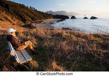 楽しむ, 女, 光景, オレゴン海岸
